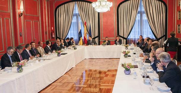 reunion Turismo Canarias bancos y cajas