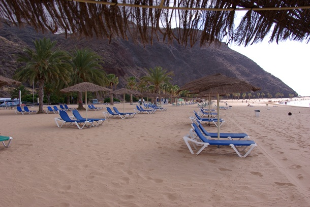 sombrillas playa de Las Teresitas