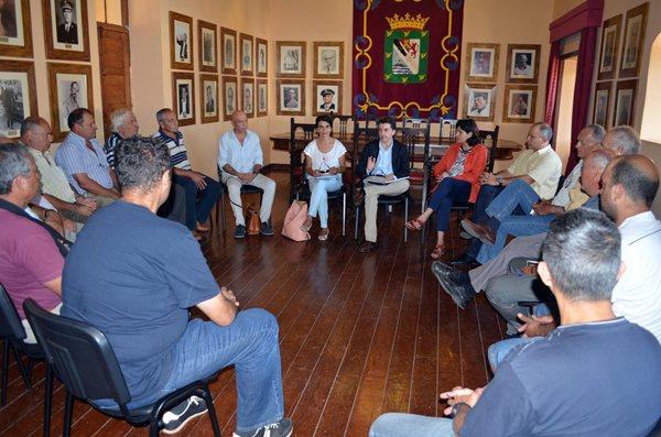 La reunión de José Joaquín Bethencourt se produjo el miércoles en el salón noble del Ayuntamiento. / DA