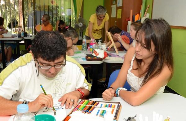 El centro Arcoiris está dedicado a la educación y el trabajo de discapacitados psíquicos.   SERGIO MÉNDEZ