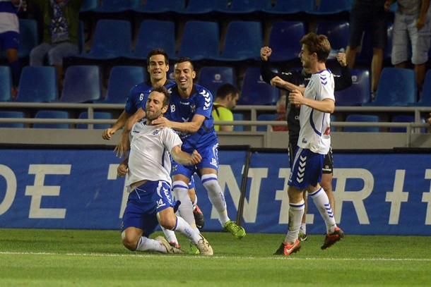 Carlos Ruiz celebra el gol ante el Deportivo