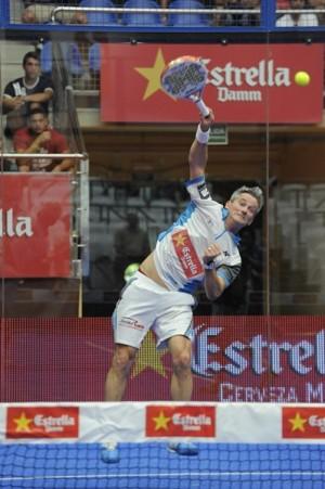 Miguel Lamperti remata durante uno de los partidos del Open Santa Lucía 2013. | WPT