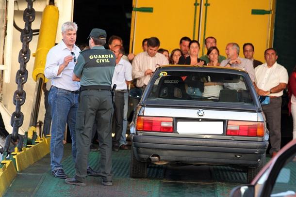 Los Cristianos protesta politicos El Hierro Naviera Armas FOTO GERARD ZENOU.JPG