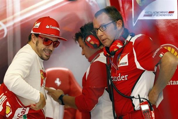Stefano Domenicali y Fernando Alonso Ferrari