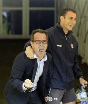 Álvaro Cervera celebró de esta manera tan efusiva el triunfo en Oviedo la temporada pasada. | DA