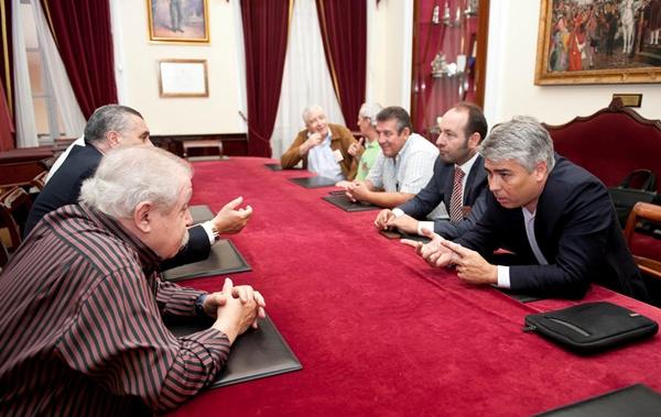 Los representantes de los dos ayuntamientos acordaron en Cádiz crear una mesa de trabajo conjunta. | DA