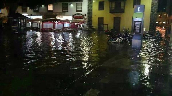 Imagen de la Plaza del charco inundada. | Vecinos por el Puerto