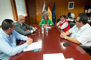 Reunión de Luengo con representantes de la patronal Ashotel y de los sindicatos UGT y CC.OO. |  FRAN PALLERO