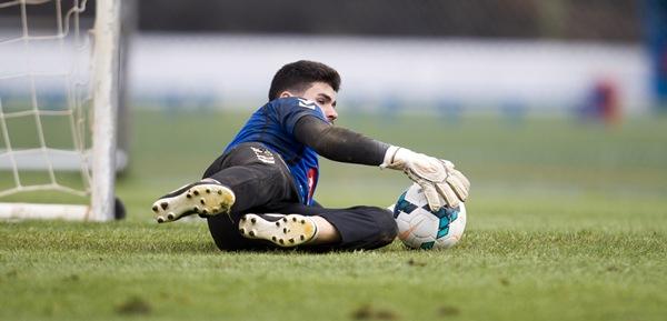 El portero tinerfeño regresó feliz tras haber debutado con el equipo insular en Segunda División. | SANTIAGO FERRERO