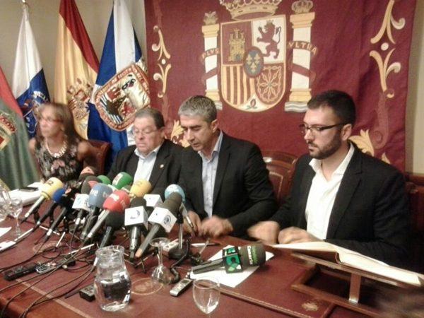 Rodolfo León es ya el nuevo alcalde de Tacoronte después de que prosperara la moción de censura presentada por el PSOE y el PP contra Álvaro Dávila (CC)