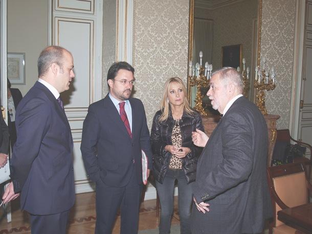 Asier Antona y Australia Navarro, con Antonio Beteta