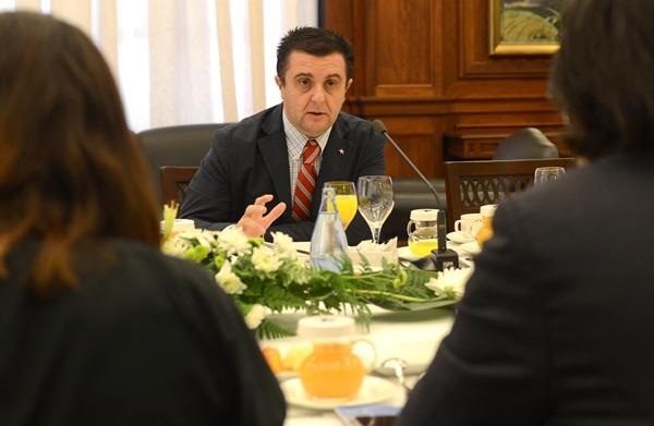 El director general del Grupo Iberostar, Aurelio Vázquez, durante el desayuno informativo. | SERGIO MÉNDEZ