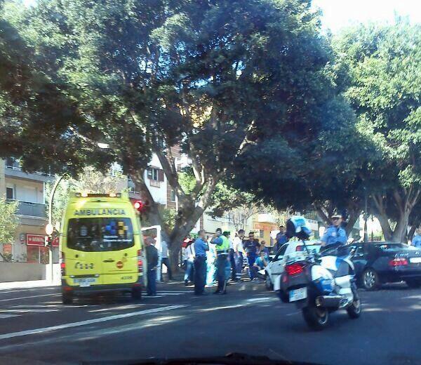 Un imagen del accidente ocurrido en la avenida Benito Pérez Armas. | TWITTER <a href=