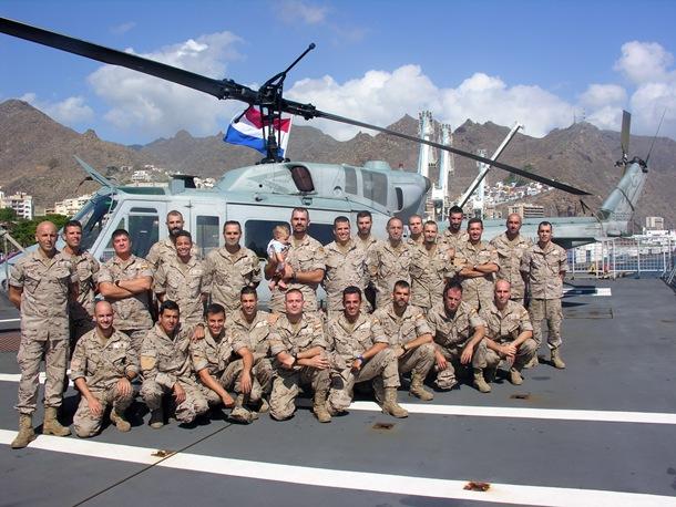 Infantes de Marina españoles llegan al puerto de Santa Cruz de Tenerife a bordo del buque de la armada holandesa 'Rotterdam'