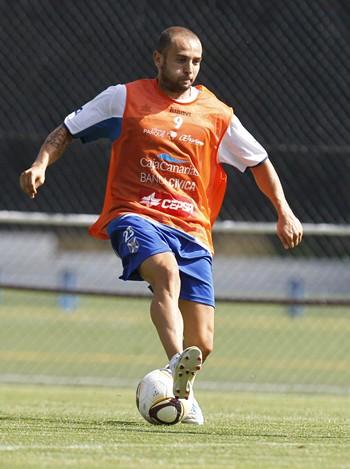 Chechu Flores en el entrenamiento del Tenerife.