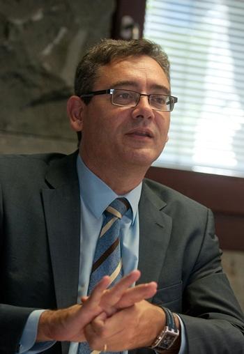 Comisionado de Relaciones Institucionales, Fernando Ríos