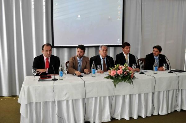 Los representantes de las diferentes administraciones dieron su visión sobre la mejora alojativa. / MOISÉS PÉREZ