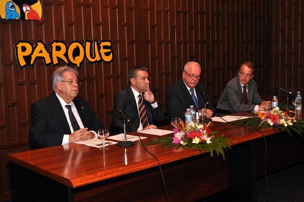 Autoridades de instituciones locales, regionales y nacionales inauguraron ayer la jornada. | MOISÉS PÉREZ