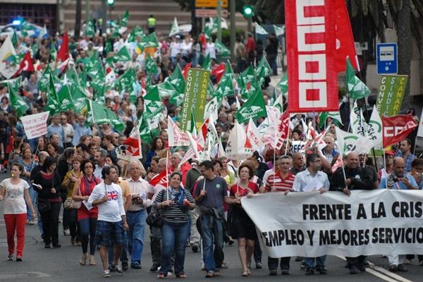 Empleados públicos que protestaron contra la medida. | DA