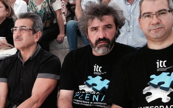 Trabajadores del ITC, junto al presidente de Nueva Canarias, Román Rodríguez (a la izquierda). | DA