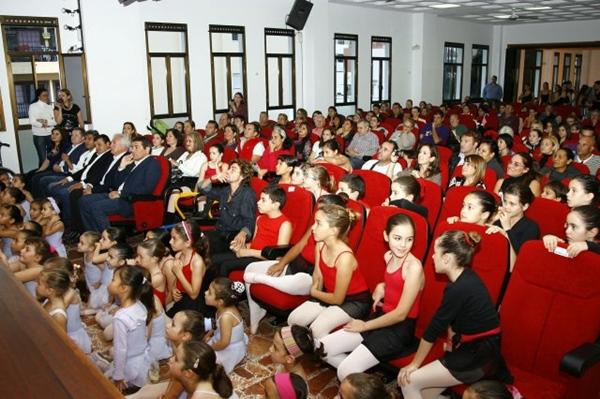 Jóvenes participantes en el curso de danza clásica, el año pasado. | DA
