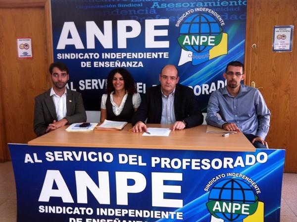 Los responsables de Anpe Canarias, durante la rueda de prensa. / DA