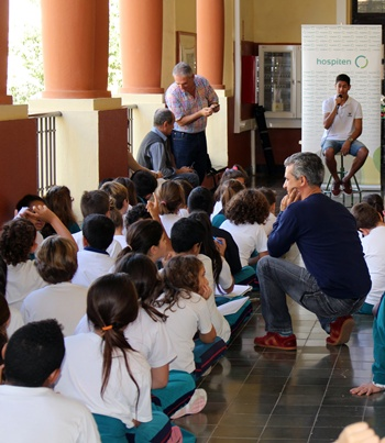 Ayoze Pérez visita el colegio público Isabel la Católica