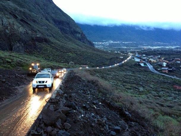 Carretera de la Cumbre tunel Los Roquillos cerrado
