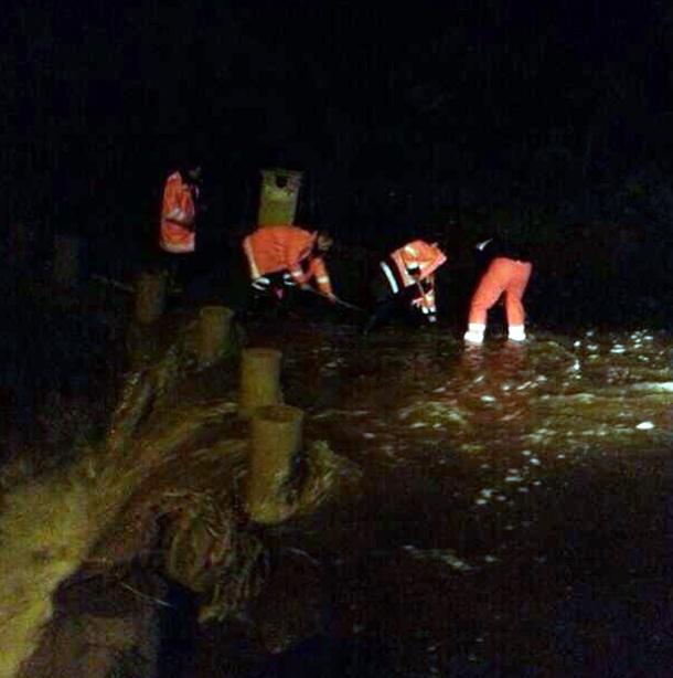 Limpieza carretera cerca Charca de Tahodio.   @CECOPAL SANTA CRUZ