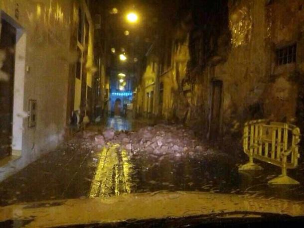 Derrumbe de la fachada de una casa terrera en la calle La Palma. @POLICÍA LOCAL SANTA CRUZ