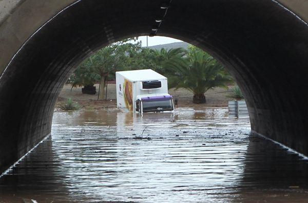 El temporal provoca estragos en el Sur. / GERARD ZENOU