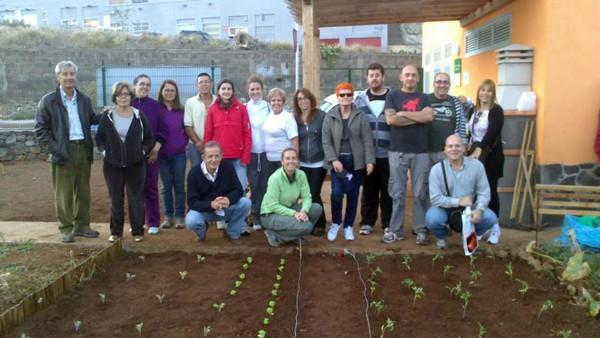 Los hortelanos destacan el buen ambiente que se ha creado con el grupo y los vecinos del barrio. / FOTO CEDIDA