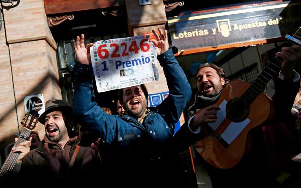 El número 62.246 ha resultado agraciado con el Gordo, el primer premio del Sorteo Extraordinario de Lotería de Navidad. / REUTERS