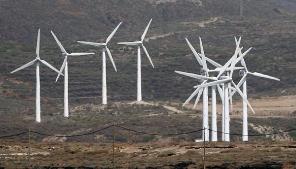 Uno de los parques eólicos ya instalados en Canarias. / DA