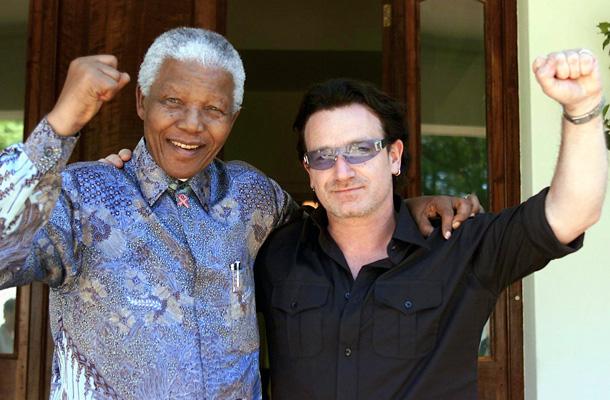Con el cantante de U2, Bono, en 2002. / REUTERS