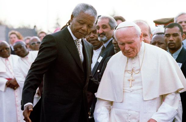Con Juan Pablo II en 1995. / REUTERS