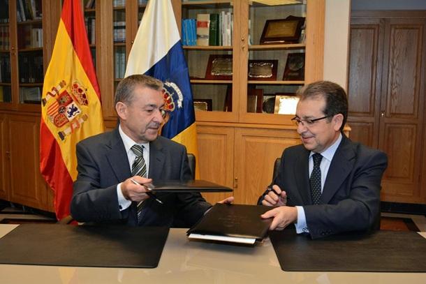 Paulino Rivero y director general adjunto Banco Popular Antonio Pujol