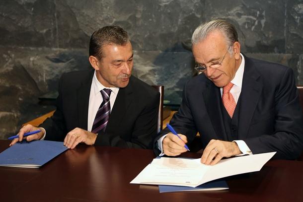 Paulino Rivero, y el presidente de la Caixa Isidro Fainé