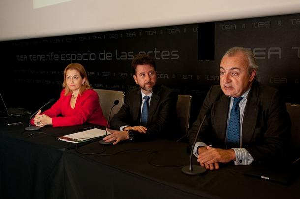 Carlos Alonso y Ángel Menéndez Rexach, en el TEA. / FRAN PALLERO