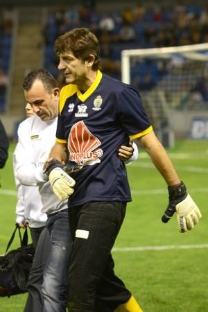 Agustín sale lesionado en el partido benéfico de Vitolo. | S. M.