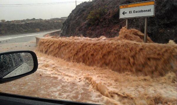 El agua está inundando algunas carreteras. | DA