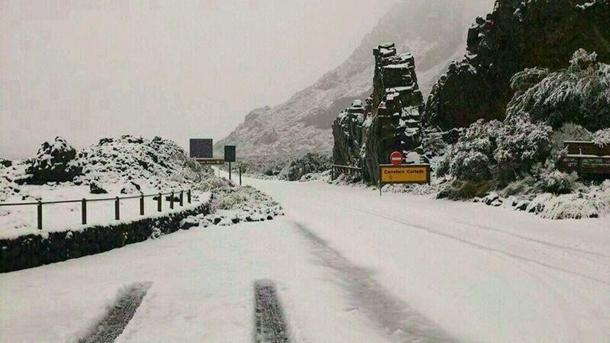 Una de las carreteras de Las Cañadas. | TWITER @Adripasti90