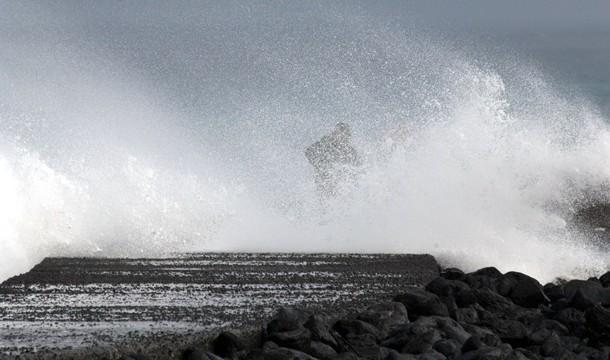 Tras el viento, la lluvia y la tormenta eléctrica, ahora llega el fuerte oleaje al Norte de Tenerife