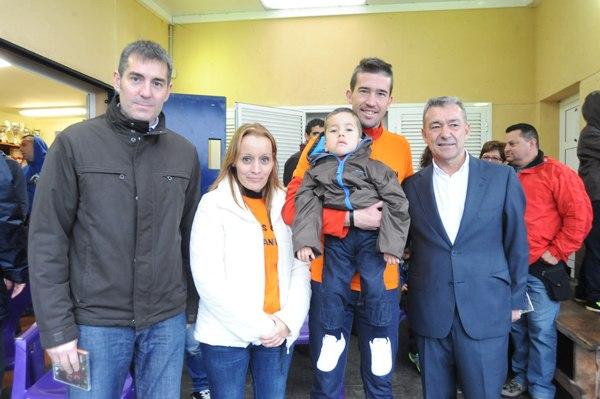 Paulino Rivero y Fernando Clavijo muestran todo su apoyo a la familia de Alexander Galván.   JAVIER GANIVET