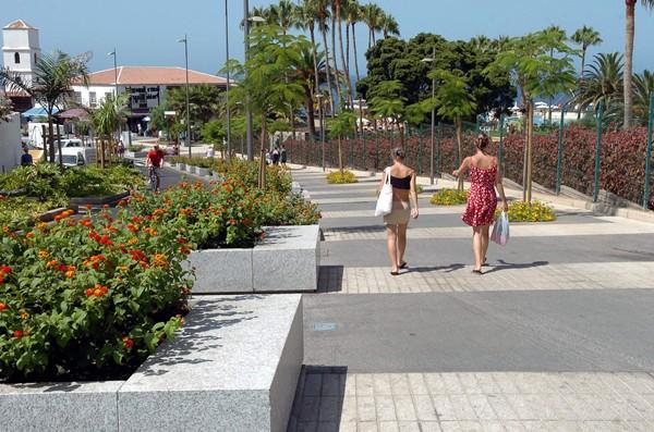 Avenida de Rafael Puig, principal arteria comercial, que es peatonal. / DA