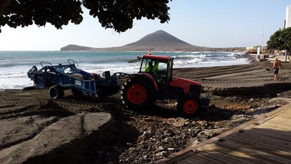 Las playas de Granadilla sufrieron daños que se están reparando. | DA