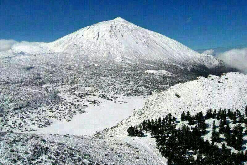 Vista del Teide nevado después del temporal del 11 y 12 de diciembre