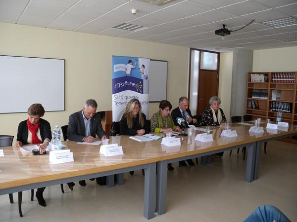 Miembros de Tenerife se Mueve y del CEST informaron de la campaña de apoyo. | J. L. C.