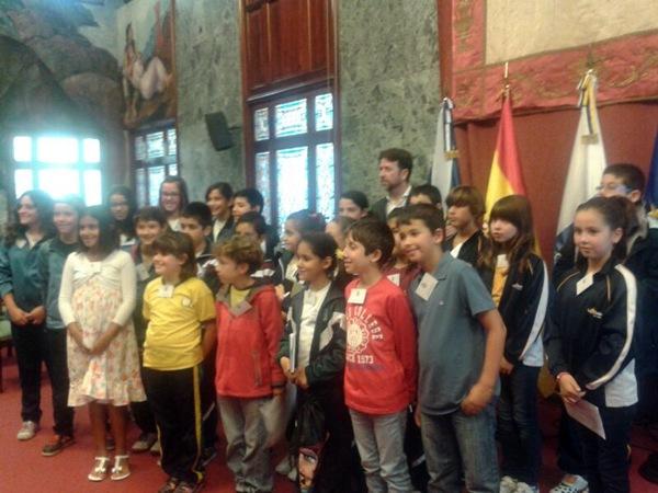 Los niños en su visita al Cabildo. | J. M.