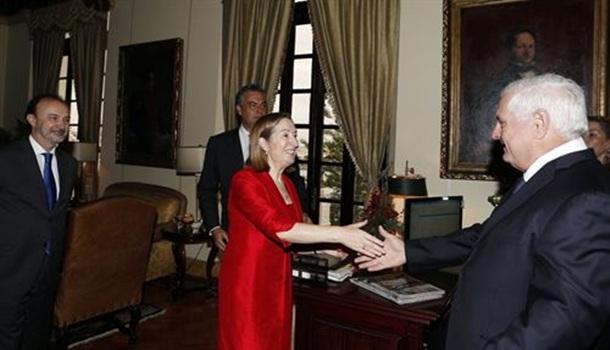 Ana Pastor y el presidente de Panamá, Ricardo Martinelli